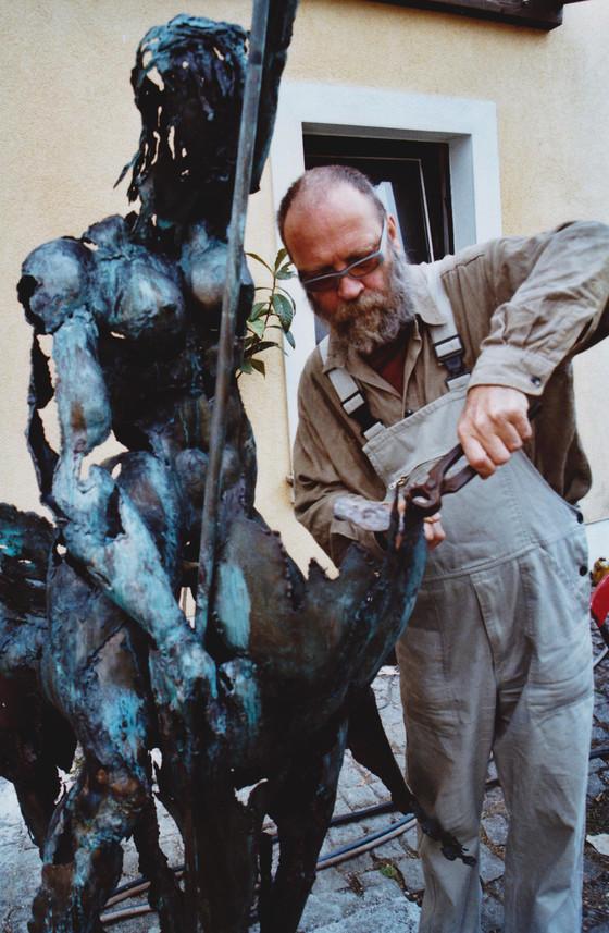 "Hans-Peter Müller |  Erschaffung ""Reiterin auf Fabelwesen"" | Surrealismus Aktuelle"